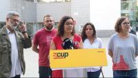 Els diputats de la CUP-CC Carles Riera, Vidal Aragonès, Natàlia Sànchez i Maria Sirvent, i de la membre del Secretariat Nacional Eulàlia Reguant, en una roda de premsa l'1 d'octubre