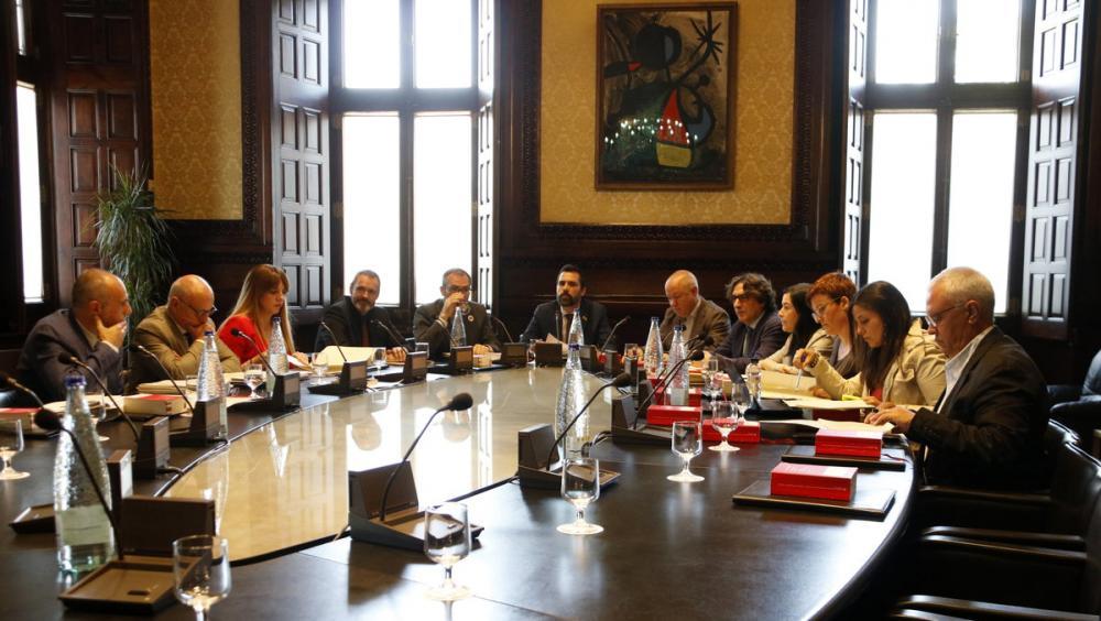 Reunió dels membres de la mesa del Parlament amb diputats dels grups dels comuns, la CUP i el PP, que hi assisteixen com a oients sense dret a vot