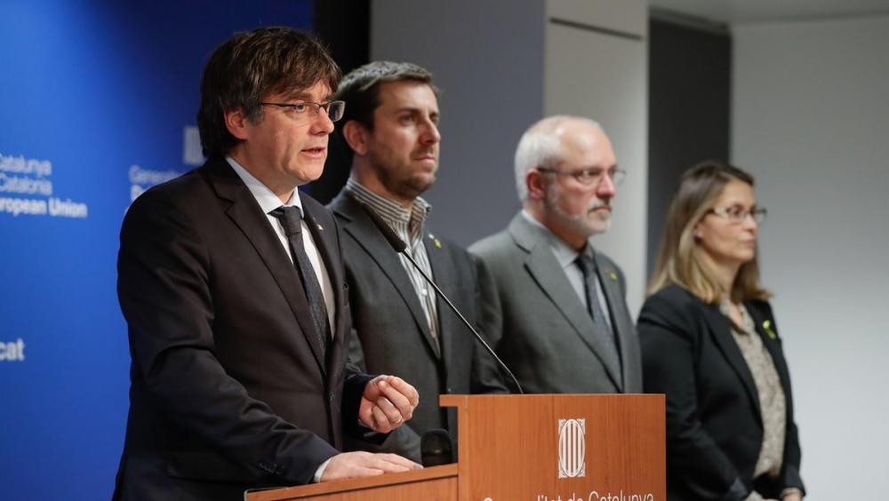 El president Puigdemont , acompanyat dels consellers Comín, Puig i Serret, ahir a Brussel·les