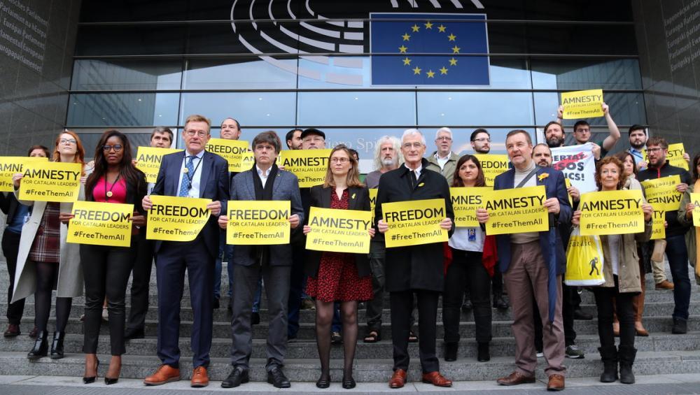 La protesta d'eurodiputats contra la sentència davant de l'Eurocambra
