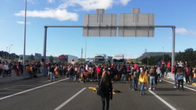 Les mobilitzacions segueixen amb talls de carretera i Rodalies