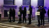 Membres del CNP dilluns al vespre amb escopetes de pilotes de goma a la Via Laietana