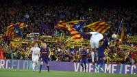 """El Barça i el Madrid jugant al Camp Nou la temporada passada, amb cartells de """"llibertat"""""""