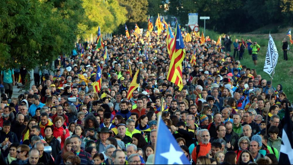 Milers de persones a La Garriga durant la segona etapa de la columna de Vic de la 'Marxa per la Llibertat'