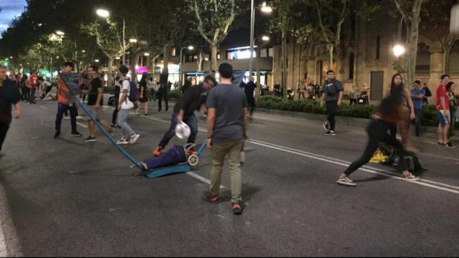 Persones jugant a tennis a la Diagonal