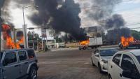 Vehicles incendiats en enfrontaments entre grups armats i agents a Culiacán, dijous