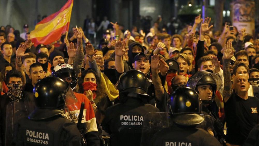 Agents de la Brimo durant la manifestació feixista a la plaça Artós de Barcelona