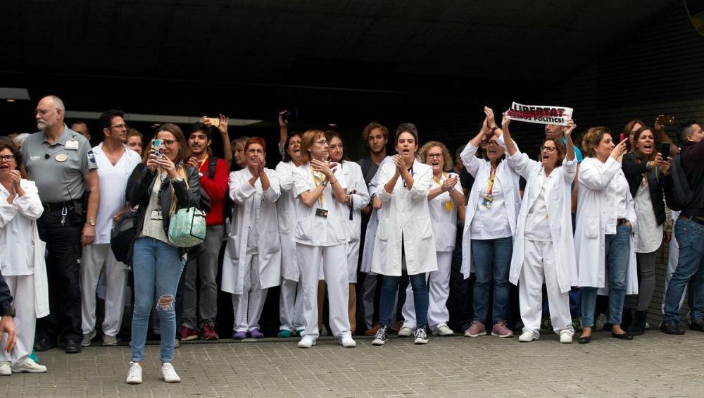 Professionals de l'hospital de Sant Pau van escridassar Pedro Sánchez
