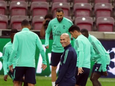 Zidane, somrient a l'Ali Sami Yen malgrat tot