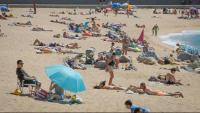 Turistes a la platja de Blanes
