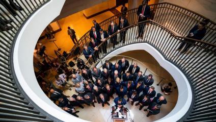 Congressistes republicans a la porta del despatx on es du a terme la investigació ucraïnesa, al Capitoli