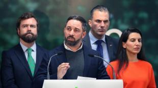 Santiago Abascal amb la plana major de Vox, ahir a Madrid