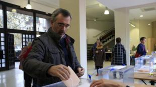 El president del Senat en funcions, Manuel Cruz, votant diumenge a Barcelona