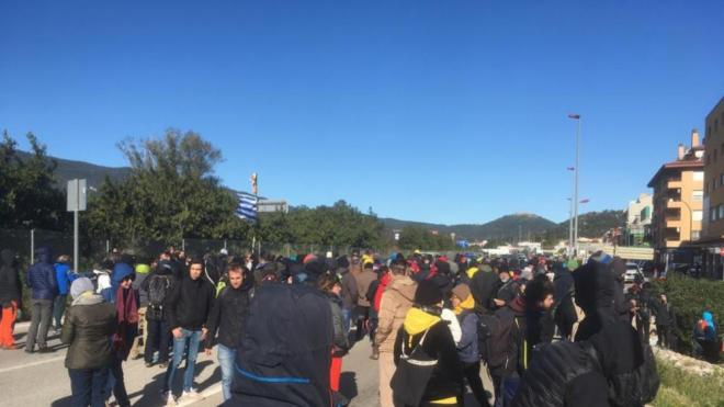 Manifestants tallen N-II a la Jonquera