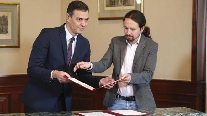 Pedro Sánchez, PSOE, i Pablo Iglesias, Unides Podem, a la signatura del preacord