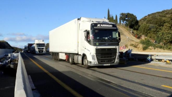 Els camions havien començat a circular aquesta tarda a l'AP-7 a la Jonquera