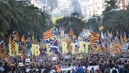 Manifestació contra la condemna a presó dels líders independentistes el 26 d'octubre al carrer Marina de Barcelona