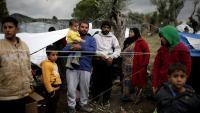 Una família de refugiats prop del camp de Moria, a Lesbos (Grècia) Una família de refugiats prop del camp de Moria, a Lesbos (Grècia)