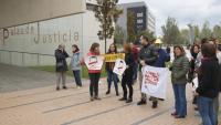 Concentració en suport al detingut pels aldarulls en una manifestació a Girona davant del Palau de Justícia