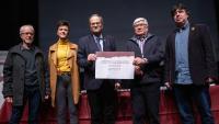 Entrega al president Torra del pergamí commemoratiu , un cop finalitzat l'acte