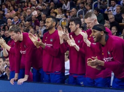 La banqueta del Barça aplaudint. Els qui no van ser titulars van fer 53 punts