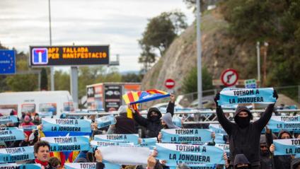 Imatge d'una acció de Tsunami Democràtic, dilluns a l'AP-7