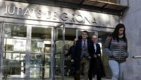 Els advocats sortint ahir dels jutjats de Girona en una sessió que es va allargar unes cinc hores