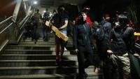 Manifestants al pont que duu a la Universitat Politècnica de Hong Kong