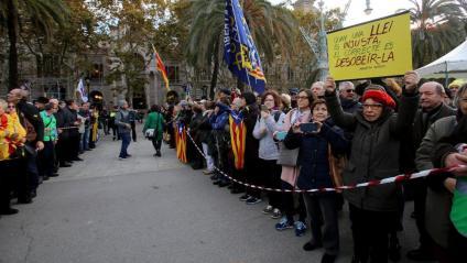 El president de la Generalitat, Quim Torra, ha estat acompanyat per molta gent tant a la seva arribada com en acabar el judici