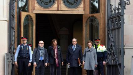 El president Quim Torra, acompanyat de la seva dona i dels advocats Boye i Elbal, entrant al TSJC, ahir