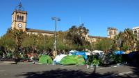 Imatge de l'acampada de plaça Universitat de Barcelona