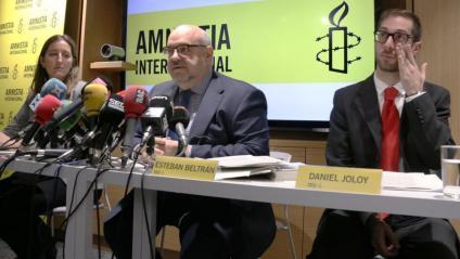 Roda de premsa d'Amnistia Internacional sobre la sentència de l'1-O amb la directora a Catalunya, Adriana Ribas, el director a Espanya, Esteban Beltrán, i l'assessor general de política, Daniel Joloy