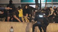 La policia carrega contra manifestants a la subdelegació del govern a Girona