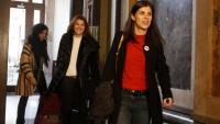 Les republicanes Marta Vilalta i Carolina Telechea, ahir al Parlament sortint de la reunió amb JxCat