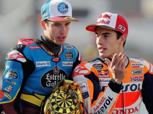 Àlex i Marc Márquez conversen abans de les curses d'ahir