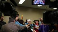 La fiscal general de l'Estat, Maria José Segarra atenent als mitjans de comunicació