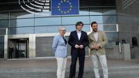 Clara Ponsatí, Carles Puigdemont i Toni Comín a les portes de l'Eurocambra