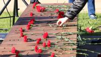 Ofrena floral en record de les víctimes de trànsit