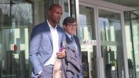 Éric Abidal i el seu advocat sortint dels jutjats