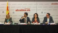 Joana Ortega, mentre intervé el conseller Puigneró, amb l'alcaldessa Carbonell i l'alcalde Banús al costat