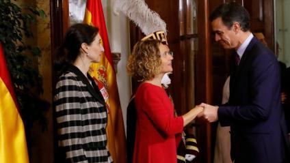 El president del govern espanyol en funcions, Pedro Sánchez, saluda a Meritxell Batet, president del Congrés