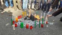 Imatge de les espelmes a la concentració davant de la delegació del govern