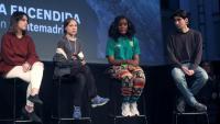 Greta Thunberg amb altres joves activistes climàtics