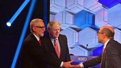 Jeremy Corbyn i Boris Johnson durant el debat de divendres a la nit a la BBC