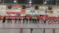 La presentació dels equips en el partit Manlleu-Benfica