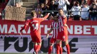 Stuani celebra l'1-0 amb Jairo i Samu Saiz