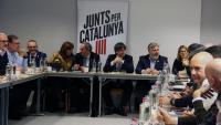 El president Quim Torra, l'expresident Carles Puigdemont, la diputada Laura Borràs i el vicepresident del Parlament Josep Costa durant la reunió de JxCat a Brussel·les