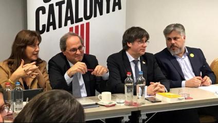 Un moment de la reunió de JxCat ahir a Brussel·les. D'esquerra a dreta, Laura Borràs, el president Torra, Carles Puigdemont i Albert Batet