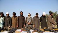Un grup de talibans entreguen les armes en una cerimònia de reconciliació a Jalalabad (Afganistan)