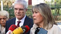 L'alcaldessa de l'Hospitalet de Llobregat, Núria Marín, contesta als mitjants de comunicació al costat del president de Renfe, Isaías Táboas
